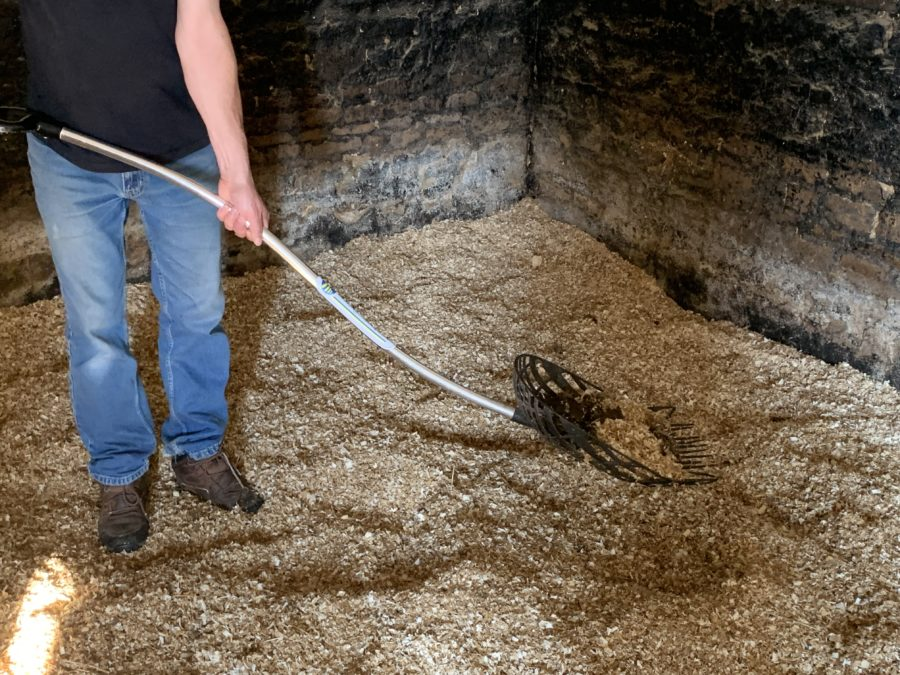 'Good for my lower back': Your Horse reviews The Swedish Fork for mucking out shavings stables
